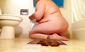 Bbw girl playing with her poop
