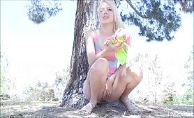 peeing-blonde-teen