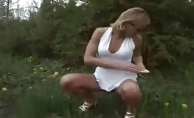 Hot babe peeing outdoor